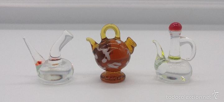 Antigüedades: Botijo, porrón y aceitera antiguos en cristal de murano en miniatura, para casa de muñecas . - Foto 4 - 58343874