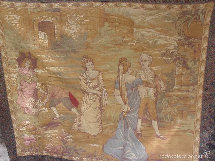 ANTIGUO TAPIZ SIGLO XIX PRIMEROS DEL XX CON ESCENA GALANTE 1,63 CM X 1,44 CM. (Antigüedades - Hogar y Decoración - Tapices Antiguos)
