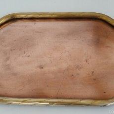 Antigüedades: ANTIGUA BANDEJA EN COBRE Y BRONCE 46 X 28.5. Lote 58364846