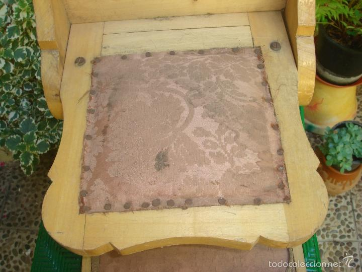Antigüedades: ANTIGUO PEQUEÑO RECLINATORIO O MUEBLE DE REZO EN MADERA MACIZA Y TAPIZADO. C1930 - Foto 7 - 32566299