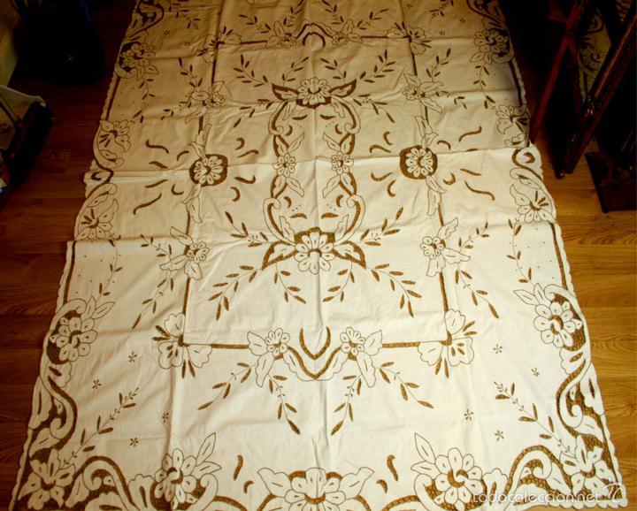 MANTEL DE ENCAJE RICHELIEU. ALGODÓN BORDADO A MANO. 7 SERV. 204X170. ESPAÑA. XX. (Antigüedades - Hogar y Decoración - Manteles Antiguos)