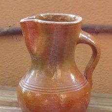 Antigüedades: JARRA DE BARRO COCIDO BARNIZADO SALVO EN LA BASE. TONOS VERDE IRISADO. Lote 58382532