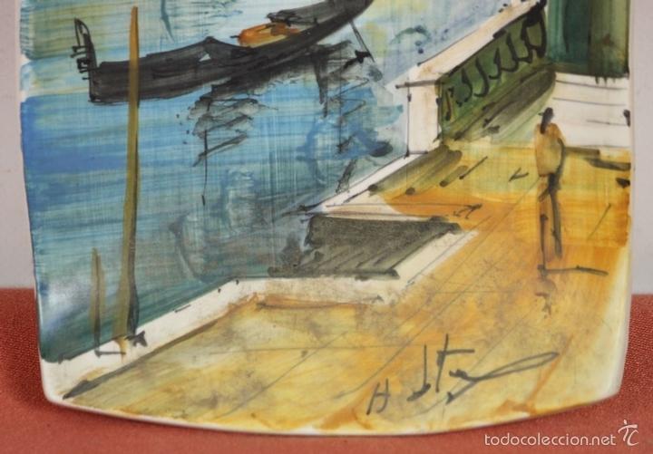 Antigüedades: PAREJA DE PLATOS EN PORCELANA. PINTADOS A MANO. ITALIA. AÑOS 60. - Foto 10 - 58390525