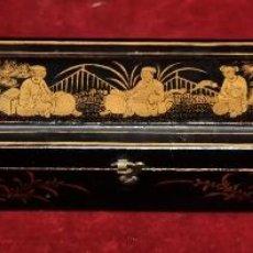 Antigüedades: ANTIGUA CAJA CHINA LACADA DE ABANICO MILCARAS SIGLO XIX H.1860, DECORADO ORIENTAL. 4,5 X 5 X 31 CM.. Lote 58392660