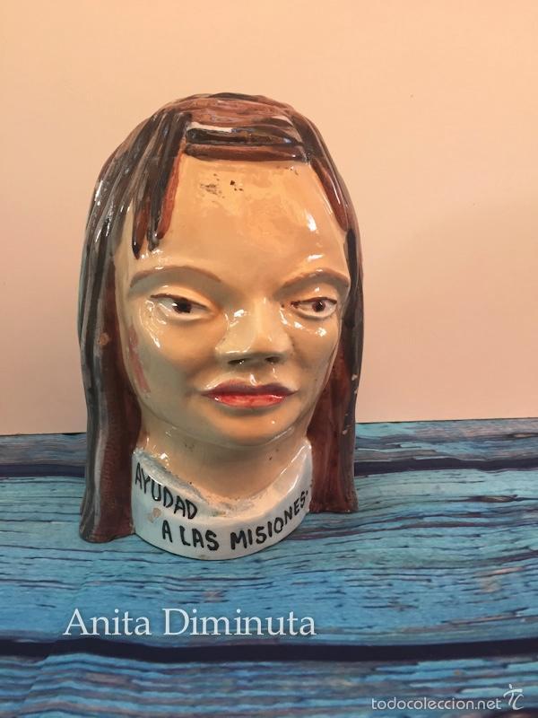 ANTIGUA HUCHA DEL DOMUND - HOMBRE ESQUIMAL - AYUDAD A LAS MISIONES - EN CERAMICA VIDRIADA - AÑOS 50 (Antigüedades - Porcelanas y Cerámicas - Otras)