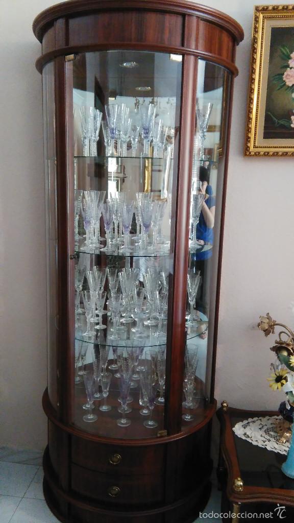 Comprar vitrina good comprar en dicoro es fcil cmodo y for Muebles antiguos sevilla