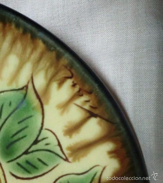 Antigüedades: PLATO DE CERÁMICA DECORADO EN RELIEVE MOTIVO PÁJARO, FIRMADO DELANTE - Foto 3 - 58436664