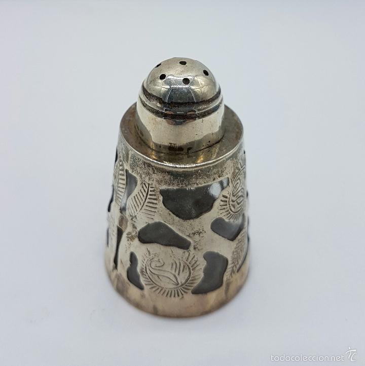 Antigüedades: Salero antiguo en cristal y plata de ley contrastada, bellamente cincelado y troquelado, art decó . - Foto 2 - 58441943