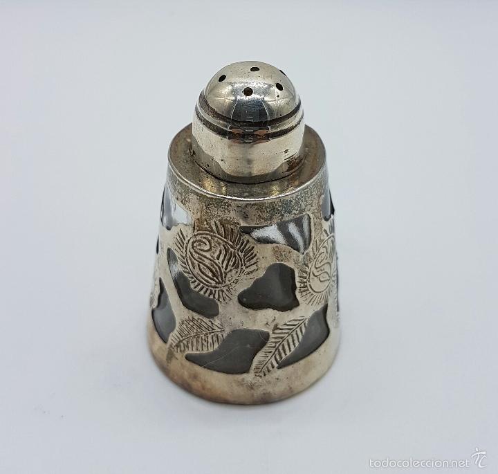 Antigüedades: Salero antiguo en cristal y plata de ley contrastada, bellamente cincelado y troquelado, art decó . - Foto 3 - 58441943