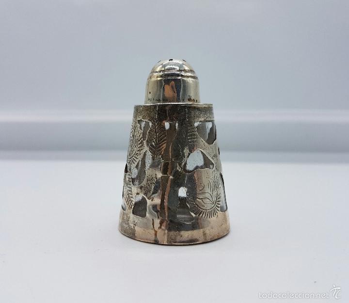 Antigüedades: Salero antiguo en cristal y plata de ley contrastada, bellamente cincelado y troquelado, art decó . - Foto 4 - 58441943