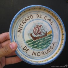 Antigüedades: INEDITO! PLATO ANTIGUO AÑOS 60 NITRATO DE CAL DE NORUEGA CERAMICA SEVILLA SANTA ANA. Lote 58473861