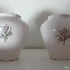 Antiques - pareja de Antiguos jarrones, violeteros de porcelana o ceramica esmaltada época isabelina - 58479217