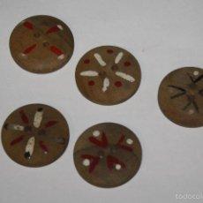 Antigüedades: LOTE DE 5 BOTONES ANTIGUOS DE MADERA PINTADOS. Lote 58488877