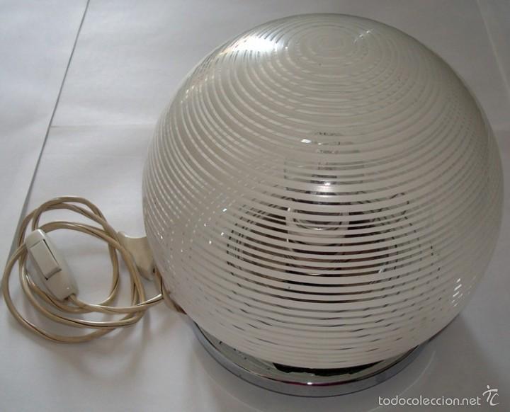 LÁMPARA DE SOBREMESA EN CRISTAL Y METAL (Antigüedades - Iluminación - Lámparas Antiguas)