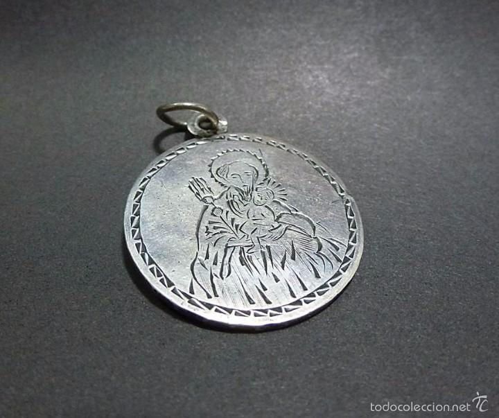 ANTIGUA MEDALLA DE PLATA CINCELADA- FINALES S.XIX (Antigüedades - Religiosas - Medallas Antiguas)