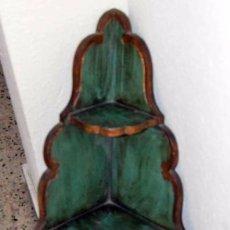 Antigüedades: PRECIOSA Y GRAN RINCONERA DE TRES ESTANTES EN AZUL CIELO Y FILETES DORADOS. Lote 58527443