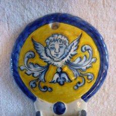 Antigüedades: ANTIGUA BENDITERA DE TALAVERA JM DECORADA A MANO. Lote 58542288