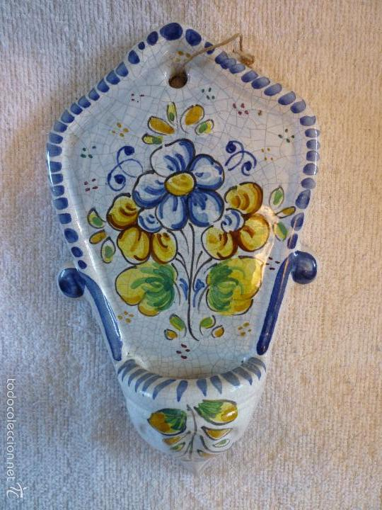 ANTIGUA BENDITERA DE TALAVERA DECORADA A MANO (Antigüedades - Porcelanas y Cerámicas - Talavera)