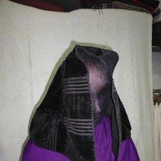 Antigüedades: MANTILLA DE TERCIOPELO RAYADO. Lote 58577914