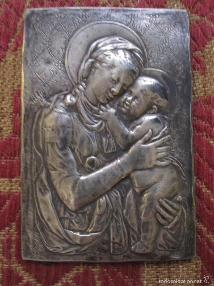 VIRGEN CON NIÑO. PLAQUETA DEVOCIONAL EN PLATA FUNDIDA Y FINAMENTE CINCELADA. S.XVIII (Antigüedades - Religiosas - Orfebrería Antigua)