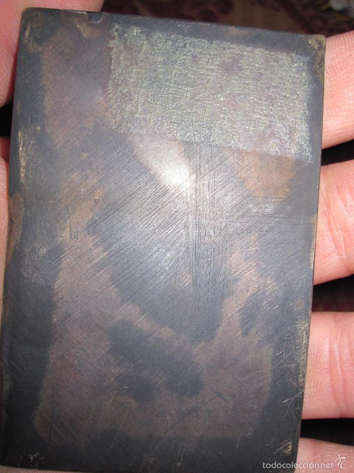 Antigüedades: VIRGEN CON NIÑO. PLAQUETA DEVOCIONAL EN PLATA FUNDIDA Y FINAMENTE CINCELADA. S.XVIII - Foto 3 - 58580655
