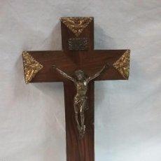Antigüedades: CRUCIFIJO DE MADERA CON CRISTO. Lote 58601351