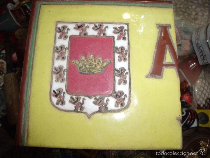 AZULEJO CON ESCUDO DE UBEDA (Antigüedades - Porcelanas y Cerámicas - Úbeda)