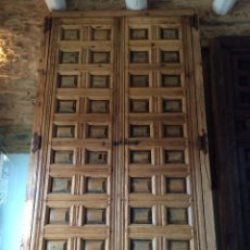 Antigüedades: ANTIGUA PUERTA PORTÓN DOBLE HOJA DE CASETONES SIGLO XVIII. Lote 58622339