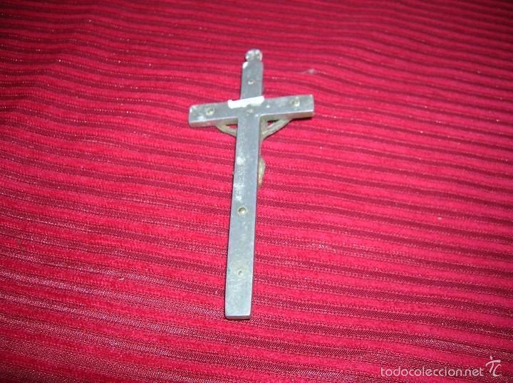 Antigüedades: Muy antiguo crucifijo de aluminio y madera - Foto 2 - 58626464