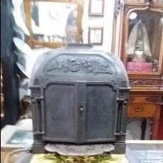 Antigüedades - Antigua y elegante estufa de hierro forjado . - 58628380