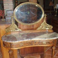 Antigüedades: ANTIGUO TOCADOR, ESPEJO VISELADO Y BONITOS ACABADOS DE BRONCE.. Lote 58628448