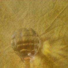 Antigüedades: TAPON PARA BOTELLA DE CRISTAL DE BOHEMIA TALLADO.. Lote 58645693