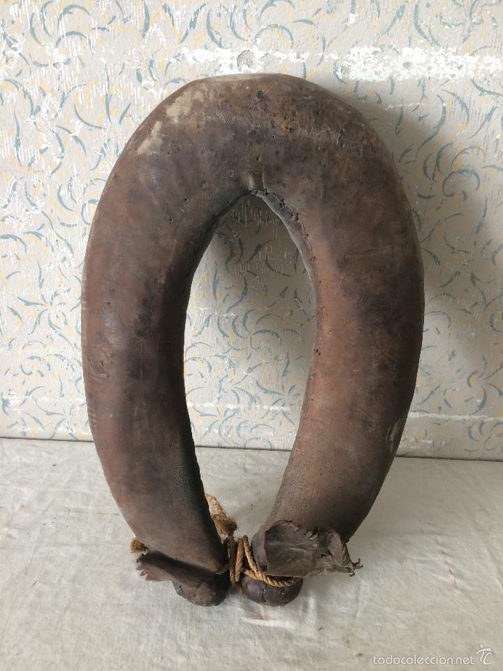 Antigüedades: ANTIGUA COLLERA EN CUERO - Foto 7 - 58656543