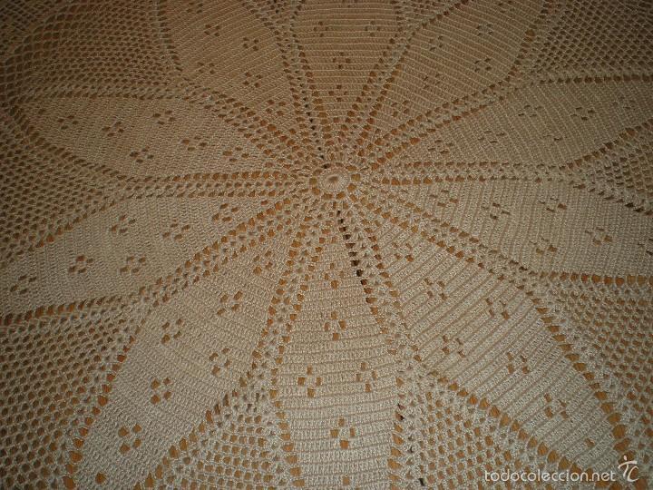 Antigüedades: PRECIOSO TAPETE DE GANCHILLO O CROCHET - Foto 2 - 58674258
