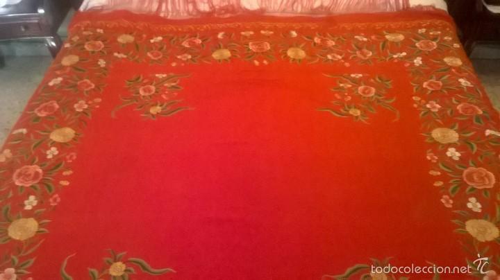 Antigüedades: ANTIGUO MANTON DE MANILA FINALES.XIX PP XX. SEDA FINA ROJO BERMELLÓN.BORDADO A MANO.ESPECTACULAR - Foto 4 - 58675789