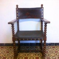 Antigüedades: ANTIGUA BUTACA SILLÓN DE CUERO Y MADERA. Lote 58800306