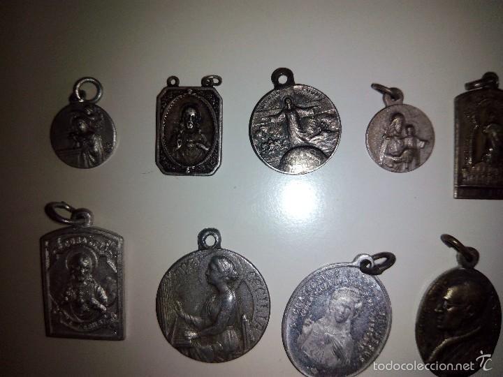 Antigüedades: Lote de 14 medallas religiosas antiguas - Foto 2 - 58898646