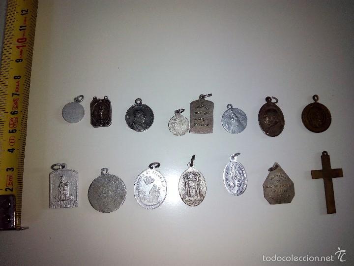 Antigüedades: Lote de 14 medallas religiosas antiguas - Foto 4 - 58898646