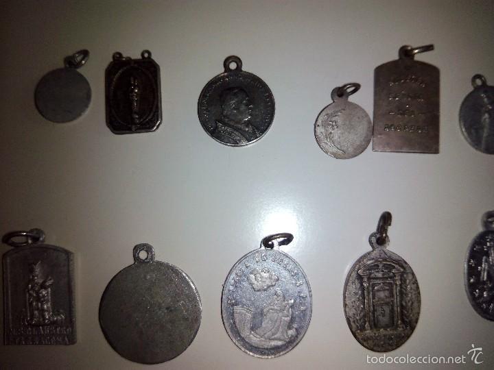 Antigüedades: Lote de 14 medallas religiosas antiguas - Foto 5 - 58898646