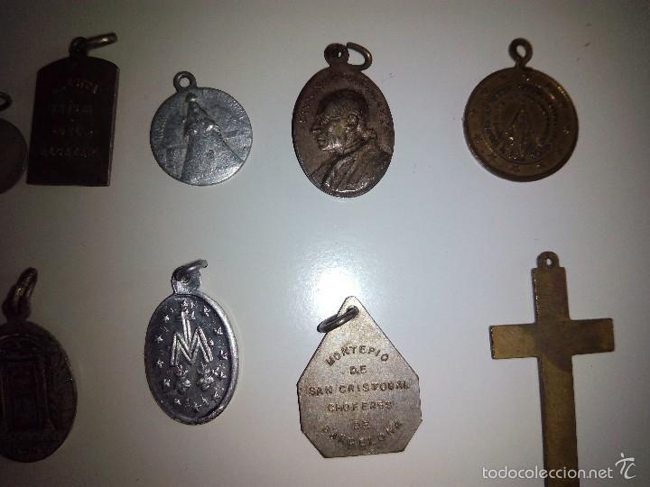 Antigüedades: Lote de 14 medallas religiosas antiguas - Foto 6 - 58898646