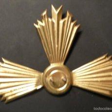 Antigüedades: ANTIGUA CORONA DE TRES PUNTAS DE EXTREMO A EXTREMO 13,50 CM. DE LATON NUEVA. Lote 58927770
