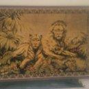 Antigüedades: ANTIGUO TAPIZ MURAL ENMARCADO LEONES SALVAJES .AÑOS 20/30.. Lote 58929860
