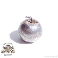 Antigüedades: CAJA DE PLATA EN FORMA DE FRUTA PRECIOSO TRABAJO DE ARTESANIA, 3,5 CM DE ALTO 28 GRAMOS. Lote 59036475