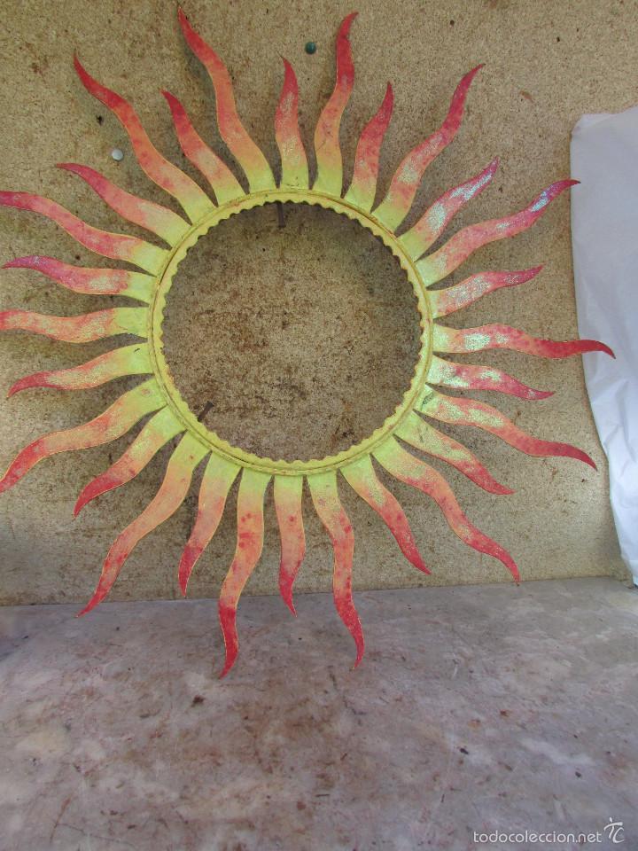 marco antiguo de iglesia en hierro forma de sol para espejo o imagen redonda