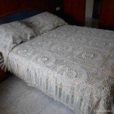 Antigüedades: PRECIOSA COLCHA,GANCHILLO A MANO. 3D PERLE COLOR BEIGE 240X260 C. NUEVO. Lote 59141685