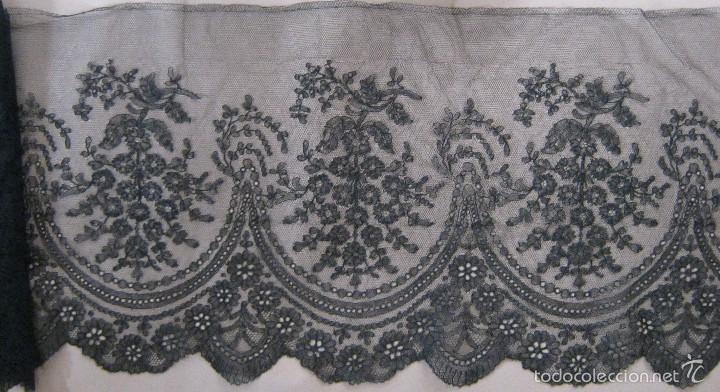 ANTIGUO ENCAJE DE CHANTILLY S. XIX (Antigüedades - Moda - Encajes)