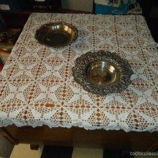 Antigüedades: GRAN TAPETE GANCHILLO ANTIGUO IDELA PARA MESA - CUADRADO 130 CM APROXIMADO 1 TROCITO PARA RESTAURAR. Lote 91730085
