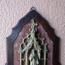 Antigüedades: ANTIGUA Y PRECIOSA BENDITERA METAL DORADO SOBRE TELA Y MADERA DE GRAN TAMAÑO. Lote 59439606