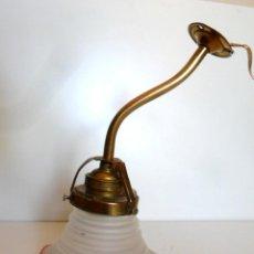 Antiquités: APLIQUE ART-DECÓ. LATÓN DORADO Y CRISTAL. CA. 1920/40. Lote 59466055