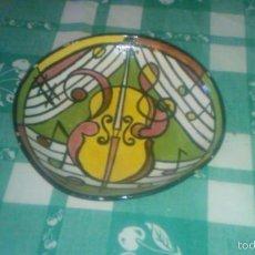 Antigüedades: BONITO CUENCO PINTADO A MANO CON MOTIVOS MUSICALES,FIRMADO NJ. PRIMERA MITAD SIGLO XX. Lote 59469030